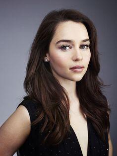 Emilia Clarke. Love her hair.