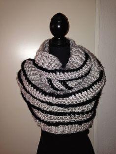 Katniss sjaal. Heerlijk warm in de winter. Gehaakt met grof garen en haaknaald 10