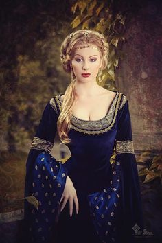 Troys-Seducment | Miss-Vintage-Queen  Beautiful blue embroidered renaissance dress and becomes this girl or most blondes a lot.