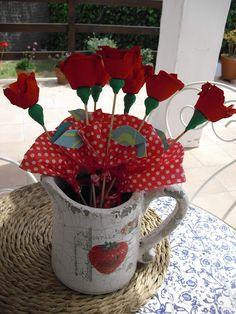 Reciclatge: roses de Sant Jordi fetes amb oueres.