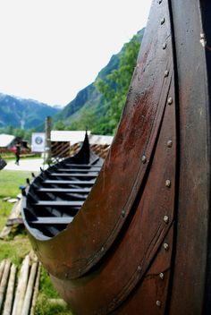 Vikings and pagan things Viking Life, Viking Warrior, Viking Longboat, Norwegian Vikings, Norway Viking, Viking Culture, Wood Boats, Viking Ship, Norse Vikings