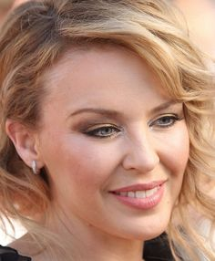 make up Kylie Minogue Kylie Minouge, Makati, Pop Singers, Celebs, Celebrities, Best Actress, Art Girl, Portrait Photography, Beautiful People