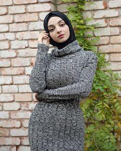 Setahunbaru: Beautiful Hijab in Love Beautiful Hijab, Beautiful Asian Girls, Thick Girl Fashion, Muslim Beauty, Hijab Niqab, Girl Hijab, Couple Outfits, Muslim Women, Hijab Fashion