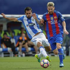 Leganes's defender Pablo Insua (L) vies with Barcelona's Argentinian forward Lionel Messi during the Spanish league football match CD Leganes CF vs FC Barcelona at the Butarque municipal stadium in Leganes on September 17, 2016. / AFP / PEDRO ARMESTRE
