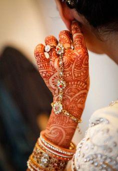 Hathphool Indian bridal bracelet - henna/mehendi hands