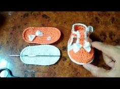 Zapatito tejido para bebe (sandalia) - YouTube Crochet Sole, Crochet Baby Shoes, Crochet Baby Booties, Crochet Slippers, Knit Crochet, Baby Knitting Patterns, Crochet Patterns, Baby Chucks, Crochet Videos