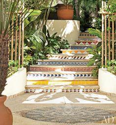 Resultados de la Búsqueda de imágenes de Google de http://mulher.net/wp-content/blogs.dir/239/files/decoracao-com-azulejos/azulejos-escadas-decoracao.jpg