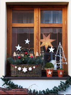 Keramická dílna Hliněnka - New Deko Sites Christmas Window Boxes, Christmas Window Decorations, Christmas Wreaths, Christmas Crafts, Holiday Decor, Christmas Shirts, Woodland Christmas, Christmas Mood, Xmas