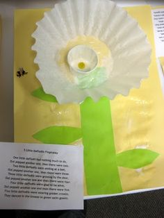 5 Little Daffodils - A finger play and art activity for preschoolers.