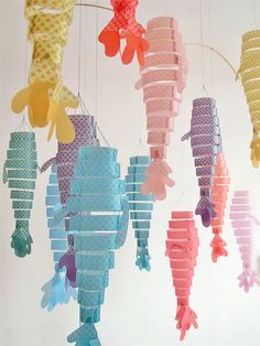 www.lacasitademartina.com #DIY #modainfantil #fashionblogger #manualidades DIY Paper Fish Hanging Mobile Craft