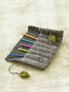 DIY Pencil Case. Should make one to hold crochet hooks.