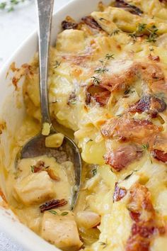 Chicken Tartiflette (Chicken Gratin) – Lavender & Macarons This Cheesy Chicken Casserole is an ultimate comfort food recipe that packs a serious flavor punch. Traditional French recipe for Sunday dinner. Top Recipes, Cooking Recipes, French Food Recipes, Pizza Recipes, French Recipes Dinner, French Desserts, Burger Recipes, Family Recipes, Kitchen Recipes