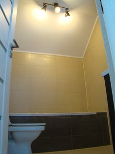 Tile Floor, Bathtub, Flooring, Houses, Standing Bath, Bath Tub, Tile Flooring, Hardwood Floor, Bathtubs