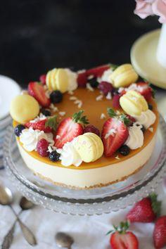 KakkuKatri: Mango-sitruunajuustokakku Cheesecake Decoration, Dessert Decoration, Dessert Ideas, Finnish Recipes, Just Eat It, Lemon Cheesecake, Cheesecakes, Mango, Cake Decorating