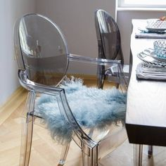 Ghost Chairs Dining, Dining Table In Living Room, Plastic Dining Chairs, Dining Room Chairs, Glass Chair, Acrylic Furniture, Vanity Decor, Philippe Starck, Armchair