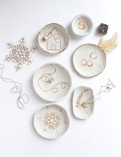 Clay Design, Ceramic Design, Jewelry Dish, Clay Jewelry, Jewellery Diy, Diy Clay, Clay Crafts, Ceramic Painting, Ceramic Art