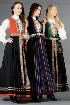 """Sunnfjordbunadar med vevd belte. Eg er vand med grøne liv frå Jølster. Anna vert å arve eit raudt liv. Dei raude liva ser ut til å vere meir brukt med forkle enn med vevde belter... Men eg finn ingen """"reglar"""" for dette nokon stad... Smak og behag? Bilde frå norskebunader.no Folk Fashion, Ethnic Fashion, Norwegian Clothing, Summer Outfits Women, Summer Dresses, Viking Dress, Costumes Around The World, European Dress, Frozen Costume"""