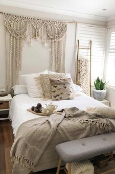 26 Rustic Bedroom Design and Decor Ideas for a Cozy and Comfy Space - The Trending House Bohemian Bedroom Decor, Home Decor Bedroom, Modern Bedroom, Moroccan Bedroom Decor, Bedroom Chair, Bedroom Themes, Bedroom Sets, Master Bedroom, Cute Dorm Rooms