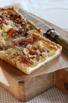 Tarte salée du Yummy magazine n°2 , pâte à la noisette , poireaux roulés au jambon cru   On dine chez Nanou