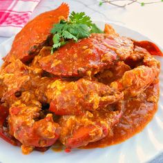 Chilli crab has been promoted by The Singapore Tourism Board as one of Singapore's National Dishes, and can be found in seafood restaurants . Crab Dishes, Spicy Dishes, Seafood Dishes, Chilli Crab Singapore, Singapore Food, Asian Crab Recipe, Chili Crab Sauce Recipe, Crab Paste Recipe, Kitchen