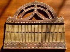 Hand-carved Norwegian loom used to weave narrow bands. Inkle Weaving, Inkle Loom, Card Weaving, Tablet Weaving, Norwegian Vikings, Finger Weaving, Art Tribal, Weaving Textiles, Weaving Projects