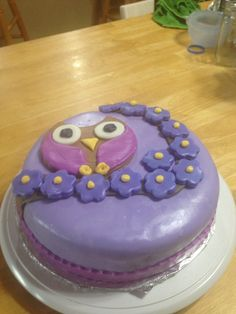 Easy owl cake made out of fondant. This was the second cake I have done with fondant.