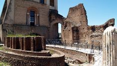 Discover the roman ruins of Rome, Italy! From the Coliseum, to the Parthenon, to the ancient Roman Forum, to Villa dei Quintili and much much more! Roman Forum, Parthenon, Ancient Romans, Rome Italy, Villa, Mansions, House Styles, Building, Travel