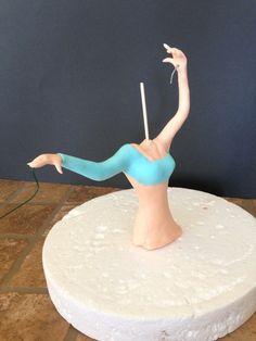 Vemos detalle a detalle cómo se ha creado esta figura de Elsa. ¡Perfecta para decorar una fiesta con la temática de Frozen!