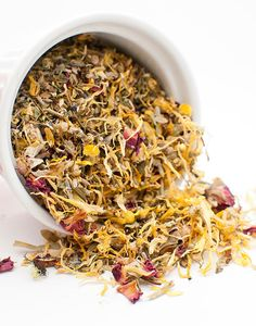 Dandelion tea- great for many many things. Detox bloating immunity helps to maintain functions of organs etc! All Natural Vegan Skin Care, Facial Steaming, Natural Facial, Healthy Detox, Body Treatments, Facial Care, Detox Drinks, Drinking Tea, Herbalism