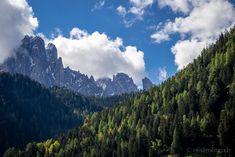 Blick auf den Langkofel vom Grödnertal  #Grödnertal #ValGardena #Südtirol #Dolomiten #Italien Mountains, Nature, Travel, Europe, Hiking Trails, Hiking, Italy, Viajes, Naturaleza