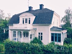 vackert 20 tals hus litet - Google Search Swedish Cottage, Victorian Cottage, Classic Architecture, Architecture Design, German Houses, Scandinavian Home, White Houses, Little Houses, Old Houses