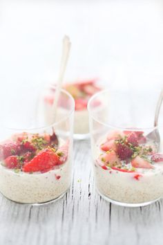 quinoa pudding with macerated strawberries & pistachios ▶ FARMERS' MARKET LIST: strawberries ▶ blog: cannelle et vanille