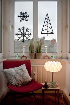 Décoration de vitres pour Noël avec du masking tape