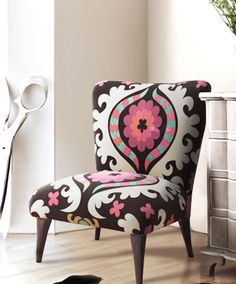 50's Chair, so totally love this pattern and chair. Would love this in blue and orange too.... Or dark blue Tiffany blue and lime green..... Or pink, light taupe, and white and black and grey.