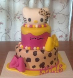 Hello Kitty Leopard Cake