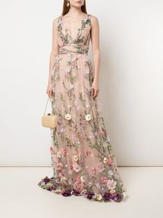 Check out Marchesa Notte with over 9 items in stock. Shop Marchesa Notte V-neck floral appliqué gown today with fast Australia delivery and free returns. Floral Applique Dress, Floral Gown, Floral Wedding Gown, Bordado Floral, Gown Skirt, Embellished Gown, Dressy Dresses, Unique Dresses, Club Dresses