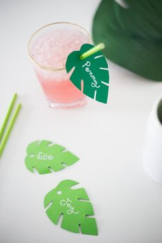Festive DIY Summer Straw Toppers by Live Free Creative created exclusively for D. Moana Theme Birthday, Luau Theme Party, Aloha Party, Tiki Party, Summer Pool Party, Summer Diy, Summer Ideas, Flamingo Party, Tropical Party Decorations
