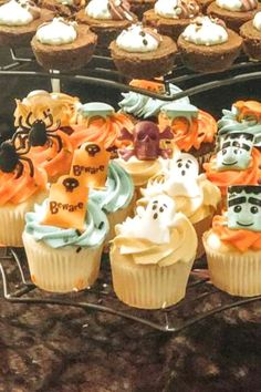 Get spooked by this fab Hocus Pocus Halloween party! The cupcakes are awesome! See more party ideas and share yours at CatchMyParty.com #catchmyparty #partyideas #halloween #HocusPocus #HALLOWEENPARTY #halloweencupcakes