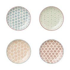 The Emma side plates from the Danish brand Bloomingville come in a handy set of four. Each plate has a different color and pattern, creating a fun, creative table setting. Don't forget to check out the other pieces in the Emma range!