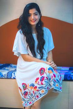 Beautiful Blonde Girl, Beautiful Girl Photo, Cute Girl Photo, Beautiful Girl Indian, Stylish Girls Photos, Stylish Girl Pic, Girl Photos, Most Beautiful Bollywood Actress, Beautiful Actresses