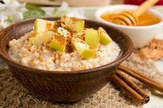 Apfel-Porridge mit Zimt - Rezept | GuteKueche.de Cinnamon Recipes, Oatmeal Recipes, Apple Recipes, My Recipes, Cooking Recipes, Easy Casserole Dishes, Casserole Recipes, Pork Tenderloin Recipes, Pork Chop Recipes