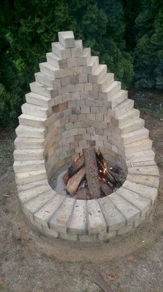 Amazing low budget build your own backyard fire pit only on da . Amazing low-budget build your own backyard fire pit only on Dandj Home Design - build Th. Cheap Fire Pit, Diy Fire Pit, Fire Pit Backyard, Backyard Patio, Backyard Landscaping, Small Fire Pit, Cool Fire Pits, Florida Landscaping, Landscaping For Small Yards