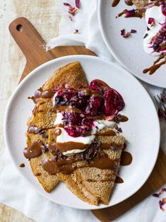 Gluten free and vegan buckwheat crepes – sweet #buckwheat crepes spiced with coconut sugar, cinnamon and vanilla. A healthy crepe ready to be piled up with your fave toppings/fillings! #buckwheatcrepes #glutenfreecrepes #vegan #glutenfree #crepes #veganrecipes