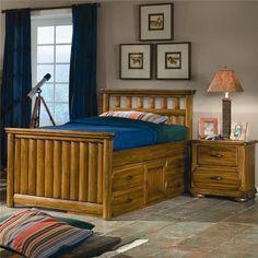 ceci est le lit du0027invit il dispose du0027un couvrelit rose le cadre de lit a une tache brun fonc le cadre a galement des tiroirs et des tagres