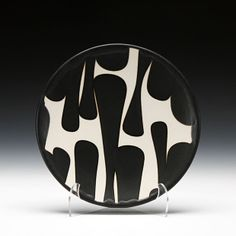 Really love these high contrast ceramic pieces by artist Sam Scott. His work is available online at Schallergellery.com. I use my mug daily!