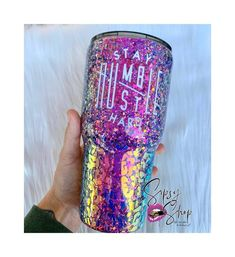 This custom tumbler will definitely turn heads, with the amazing color shift glitter that is applied. Diy Tumblers, Custom Tumblers, Glitter Tumblers, Coffee Cup Crafts, Stay Humble Hustle Hard, Tumblr Cup, Custom Cups, Tumbler Designs, Glitter Cups