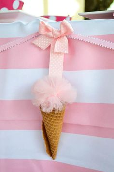 LOOK at this diy ice cream cone party banner!