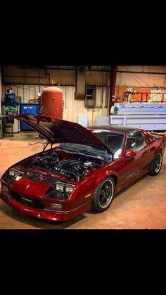 IROC Camaro LS swapped. Carros Lamborghini, Chevy Camaro Z28, Ad Car, Pony Car, American Muscle Cars, Chevy Trucks, Fast Cars, Cool Cars, Dream Cars