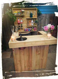 Garden Bar, Home And Garden, L Shaped Bar, Bar Dimensions, Indoor Bar, Pallet Bar, Pallet Ideas, Glass Rack, Courtyards