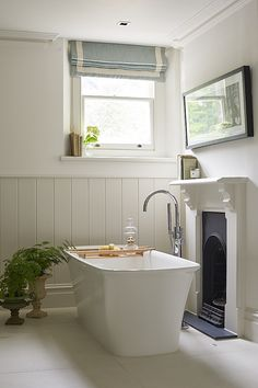 Guest Bathroom designed by Sims Hilditch for Malvern Family Home project. ©